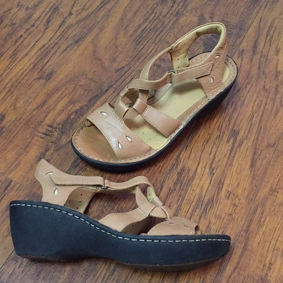 6ef17dd23d76 Clarks Shoes - Clarks Artisan Unstructured wedge sandals 9.5 W